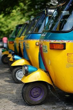 India Taj Mahal, Bmw Autos, Amazing India, India Culture, Photos Voyages, India Travel, Taxi, Kerala, Vintage Posters