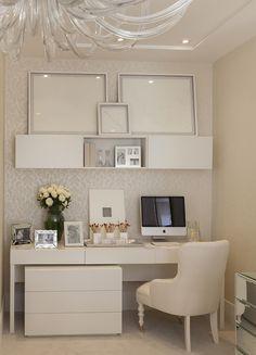 Inspirando-se na época de solteira da blogueira Lala Rugde, a designer de interiores Christina Hamoui criou um quarto lindo para a mostra Q&E Quartos