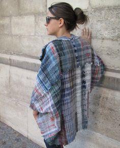 Une veste entièrement tissée main