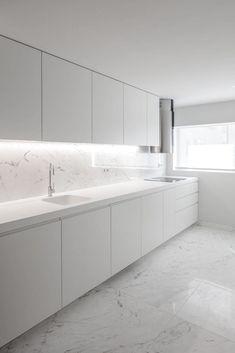 Design Your Kitchen, Kitchen Cabinet Design, Interior Design Kitchen, Clinic Interior Design, Modern Kitchen Cabinets, Kitchen Modern, Modern Farmhouse, Kitchen Counters, Kitchen Backsplash