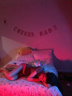 teenbitch:  on set (in Mary's bedroom)