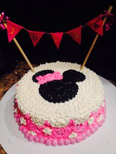 Small Minnie Mouse cake
