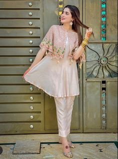 Indian Fashion Dresses, Pakistani Dresses Casual, Pakistani Fashion Casual, Dress Indian Style, Pakistani Bridal Dresses, Pakistani Dress Design, Indian Designer Outfits, Casual Dresses, Beautiful Pakistani Dresses