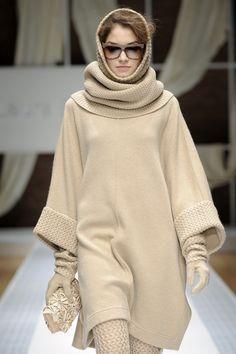 Laura Biagiotti at Milan Fashion Week Fall 2010 - Runway Photos Knitwear Fashion, Knit Fashion, Sweater Fashion, Laura Biagiotti, Coats For Women, Jackets For Women, Sweaters For Women, Knitted Jackets Women, Pullover Mode