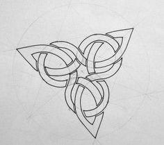 Initiation to Celtic motifs at Plneuf Val Andr on July Celtic Symbols, Celtic Art, Celtic Knots, Celtic Tattoos, Viking Tattoos, Indian Tattoos, Celtic Knot Designs, Celtic Patterns, Leather Carving