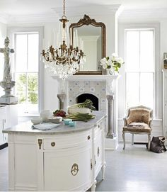 33 Gorgeous Romantic Kitchen Decoration Ideas - Are you trying to convey a romantic theme within your home? This isn't such a bad idea as there are a lot of furniture and fixtures you can choose fro. Beautiful Kitchens, Beautiful Homes, House Beautiful, Romantic Kitchen, Sweet Home, Cuisines Design, Victorian Homes, Modern Victorian, Home Kitchens