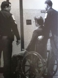 serialkillersandtruecrime:Each day of trial, Jeffrey Dahmer was ...