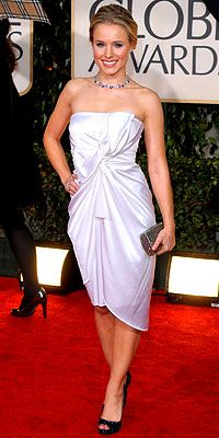 Gallery of photos showing Kristen Bell styles. Kristen Bell dress sense, clothes, accessories and hairstyles. Kristen Bell, Best Celebrity Dresses, Celebrity Style, Short Celebrities, Celebs, Mode Top, All Fashion, Fashion Trends, Belle Dress