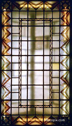 Decopix - The Art Deco Architecture Site - Art Deco Glass Gallery Art Deco Design, Glass Design, Peace Hotel, Art Deco Hotel, Art Deco Glass, Art Wall Kids, Stained Glass Windows, Skylight, Art World