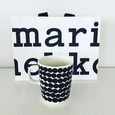 Happy Friday  Upeaa perjantaita! Marimukeja ei ole koskaan liikaa. #Marimekko mugs are never too much. #kahvi #coffee #cafe #new #mug #muki #mustaajavalkoista #blackandwhite #finnish #design #siirtolapuutarha #kiitos Taina! #ilovemarimekko #tuulaslife #åblogit #nelkytplusblogit #ilovemarimekko