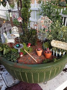 Container Gardening 52 Lovely and Magical Miniature Fairy Garden Ideas Mini Fairy Garden, Fairy Garden Houses, Gnome Garden, Garden Art, Fairies Garden, Cottage Rose, Garden Terrarium, Succulent Planters, Hanging Planters