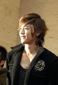 Stylish Japanese Guys Hairstyle 2010