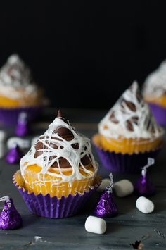 This spooky marshmallow web cupcake how-to is going to be such a fun project for Halloween!