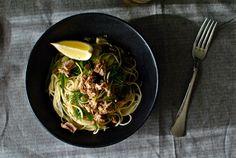 Μακαρονάδα με καπνιστό τόνο TRATA από την Ελένη Ψυχούλη - Konva Spaghetti, Ethnic Recipes, Food, Essen, Meals, Yemek, Noodle, Eten