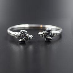 "★★★★★ ""Super Verarbeitung / tolle Optik / ein echtes Schmuckstück / Versand u. Lieferung okay !!! R.Lehmann"" Ranko #etsy #silver #birthday #unisexadults #silvercuffbracelet #ramjewelry #ariesgift #ramheadcuff #sterlingsilvercuff #sterlingbangle Unique Bracelets, Bracelets For Men, Bracelet Men, Photo Jewelry, Men's Jewelry, Unique Jewelry, Greek Jewelry, Geometric Necklace, Sterling Silver Cuff Bracelet"
