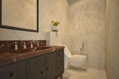 Ванная комната выполнена в керамограните светлых тонов. Единая столешница шоколадного цвета из керамогранита. Благодаря современной инсталляции, установлен подвесной унитаз.