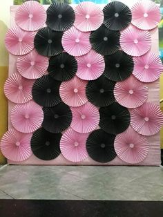 Photobooth backdrop Dm for details Paper Flowers Craft, Paper Flower Backdrop, Flower Crafts, Diy Flowers, Paper Crafts, Diy Photo Backdrop, Backdrop Decorations, Balloon Decorations, Birthday Party Decorations