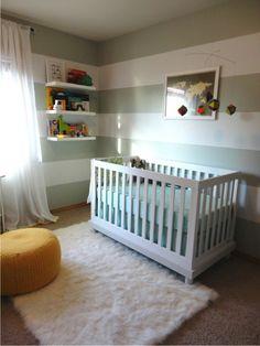quarto de bebê cinza e branco listrado