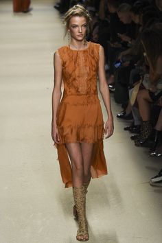 Alberta Ferretti Spring 2016 Ready-to-Wear Fashion Show - Cameron Traiber