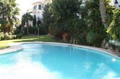 The apartament with direct access to the swiming pool and the tropical gardens.