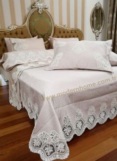 EMİR FRANSIZ DANTELLİ PİKE TAKIMI YATAK ÖRTÜSÜ Linen Bedding, Bedding Sets, Home Modern, Cool Curtains, French Lace, Bed Covers, Warm And Cozy, Bed Sheets, Upholstery