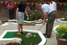 Minigolf in your garden Golf Putting Green, Crazy Golf, Miniature Golf, Back Gardens, Water Features, Golf Courses, Backyard, Garden Ideas, Dolphins