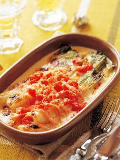 蒸したねぎを軽く焦げ目がつくまでポワレし、クリームとチーズをかけて焼くだけ。|『ELLE gourmet(エル・グルメ)』はおしゃれで簡単なレシピが満載!
