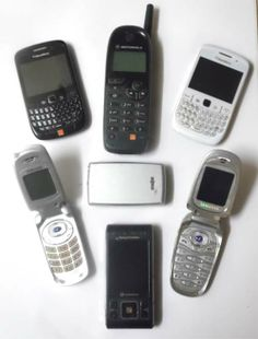 From Bricks to Apps: How Quickly Mobile Phones Become Dated - News - Bubblews