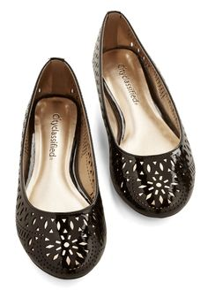 European Itinerary Flat. Youre hopping onto buses and catching trains across Europe with elegant ease when you wear these black flats! #black #modcloth