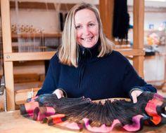 Lucia Schwalenberg on Saksan Karlruhessa syntynyt taiteilija. Hän on opiskellut tekstiilitaidetta Hannoverissa, mm. vipukangaspuu- ja tietokoneohjattua kudontaa. Hän kutoo mm. Toikan Eeva kangaspuilla