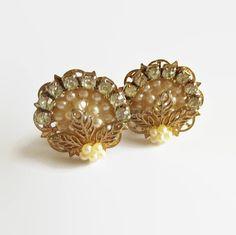 #FiligreeEarrings Vintage Faux Pearl & Clear Rhinestones #vogueteam