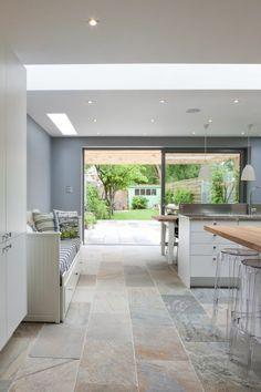 offene Küche Ideen mit Eingang zum Garten