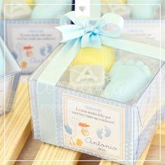 lembrancinha pezinho de bebê Handmade Cosmetics, Handmade Soaps, Baby Gift Hampers, Shower Soap, Baby Soap, Soap Making, Babyshower, Baby Gifts, Wax