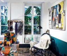 Um ano após a reinauguração do Museu Picasso, o endereço ganha uma extensão: uma livraria- -butique atravessando a rua. Como uma loja- -conceito, o espaço cool conta a vida de Picasso em seu ateliê através de objetos criados por artistas que se inspiraram (Foto: Divulgação)