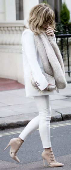 A faux fur scarf + glamour + Isabel Sellés + fluffy fur + white/neutral outfit + skinny jeans + nude heels   Turtleneck Pullover: Shein, Heels: Topshop, Jeans/Faux Fur/Bag: Zara, Blazer: Mango.