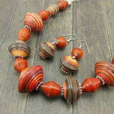 Beaded Jewelry Necklaces Patterns half Beaded Jewelry Ideas Instructions without Jewellery Stores Armadale so Jewellery Exchange New York also Jewellery Online Pakistan Make Paper Beads, Paper Bead Jewelry, Handmade Beaded Jewelry, Helix Jewelry, Silver Bead Necklace, Beaded Bracelets, Jewelry Necklaces, Jewelry Making, Jewellery Shops