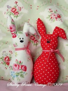 Cute rabbits!  No instructions, P-inspiration only.