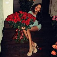 50 Photos of Over-the-Top Flower Bouquets Any Woman Would Love to Receive! Beautiful Red Roses, Beautiful Images, Star Fashion, Fashion Tips, Fashion Design, Fashion Trends, Infinity Dress, Posh Love, Girls World