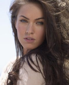 Megan Fox is gorgeous with no makeup...i should try that more often...