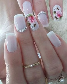 Adding some glitter nail art designs to your repertoire can glam up your style within a few hours. Check our fav Glitter Nail Art Designs and get inspired! Elegant Nails, Stylish Nails, French Nails, Diy Ongles, Hair And Nails, My Nails, Nail Art Designs, Nailart, Nagellack Design
