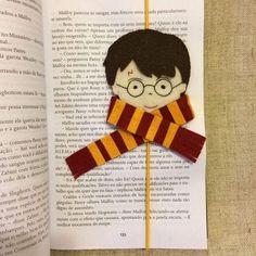 DIY Harry Potter Crafts For Harry Potter Fans - Unique Harry Potter Bookmark - Harry Potter Diy, Marque Page Harry Potter, Cadeau Harry Potter, Harry Potter Bookmark, Harry Potter Ornaments, Anniversaire Harry Potter, Harry Potter Birthday, Felt Bookmark, Bookmark Craft