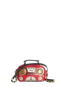 Betsey Johnson Audio Thrilled the Radio Bag. Showcase your dynamic style and finely tuned musical taste simultaneously with this multitasking Betsey Johnson bag! #red #modcloth