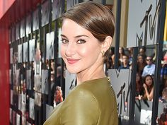 Shailene Woodley Happily Reveals She's Homeless and Living Out of a Carry-On Bag (VIDEO)| The Fault in Our Stars, Jimmy Kimmel Live, Jimmy Kimmel, Shailene Woodley