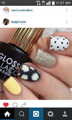 Yellow, polka dots, glitter and sunflowers. Love this nail art design. Daisy Nails, Flower Nails, Daisy Nail Art, Best Acrylic Nails, Dream Nails, Hot Nails, Stylish Nails, Fabulous Nails, Beauty Nails
