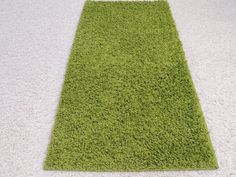 Green Shaggy Turkish Rug Size: 67 x 140cm