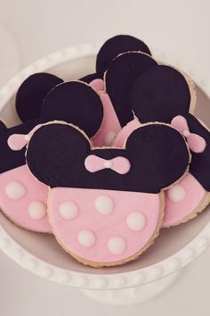 We Heart Parties   Perfect Minnie Mouse sugar cookie