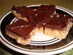 These healthy snack bars use a blend of nuts, nut butter, dried coconut, coconut oil and coconut cream concentrate, making them filling and high energy. Paleo Dessert, Healthy Dessert Recipes, Dessert Bars, Real Food Recipes, Delicious Desserts, Snack Recipes, Yummy Food, Gluten Free Treats, Gluten Free Desserts