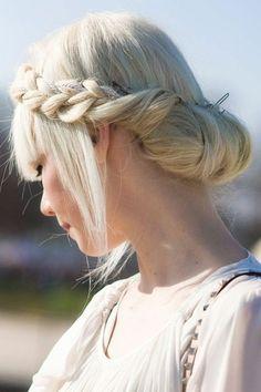 tutoriel coiffure cheveux blonds, tutoriel coiffure moderne