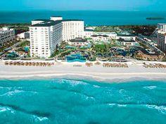 JW Marriot Cancún es un espléndido resort lleno de elegancia, lujo y detalles tropicales que evocan el Caribe Mexicano.     Sus amplias habitaciones le darán la bienvenida con amenidades de lujo y el más alto sentido de confort, al mismo tiempo que lo consentirán con un servicio único y personalizado.