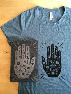 Block Printed T Shirt Women's Style — Mano con Ojo - Pin Hairs Linoprint, Art Graphique, Linocut Prints, Gravure, Printed Shirts, Screen Printing Shirts, Creations, Illustration, T Shirt